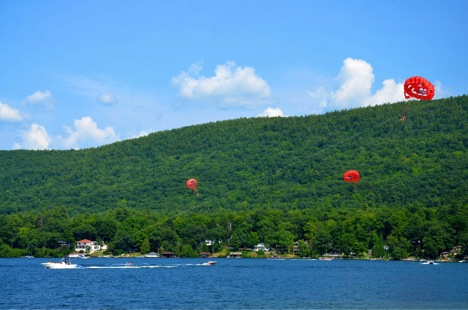 Not just a hot air balloon ride will take you high into the mountains – Try parasailing in LakeGeorge